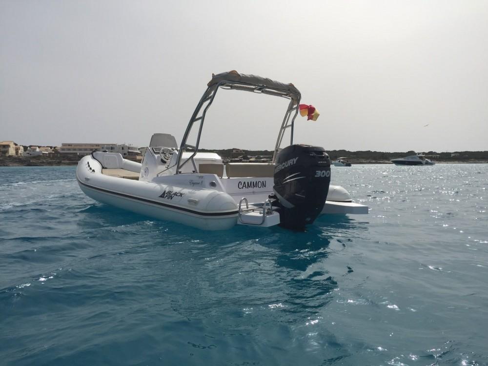 Alquiler de barcos La Savina barato de Blackfin 8 Elegance