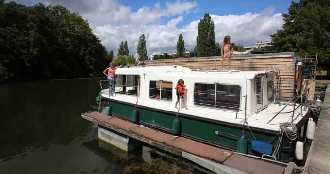 Location bateau Jeanneau Eau Claire 9.30 à Vallabrègues sur Samboat