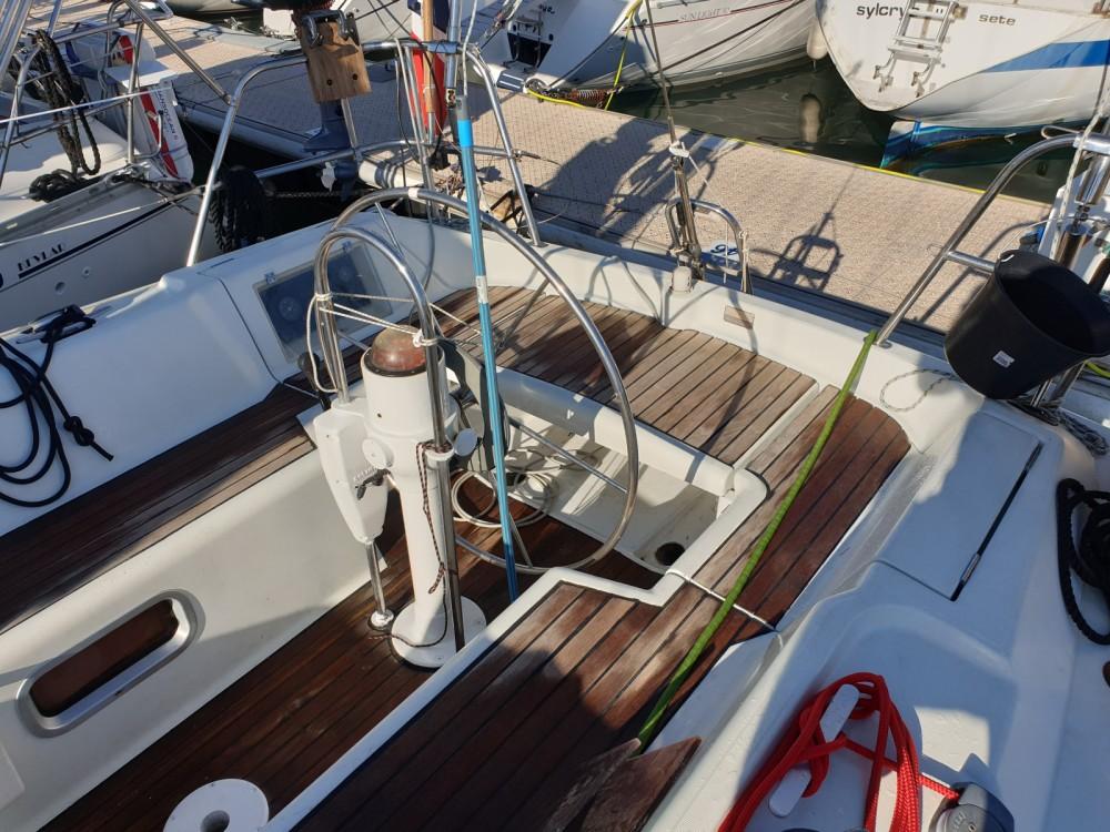 Boat rental Jeanneau Voyage 11.20 in Saint-Mandrier-sur-Mer on Samboat