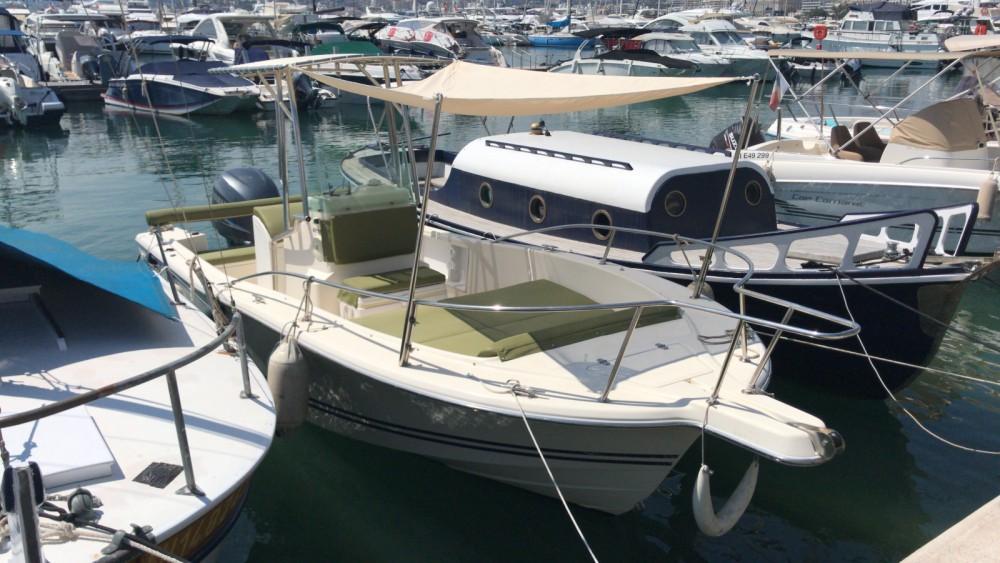 Kelt White Shark 215 entre particuliers et professionnel à Cannes