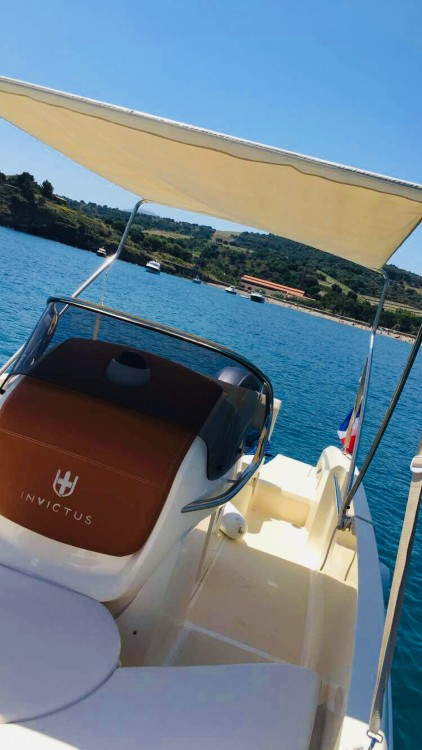 Boat rental Invictus  Invictus 200 FX in Saint-Cyprien on Samboat