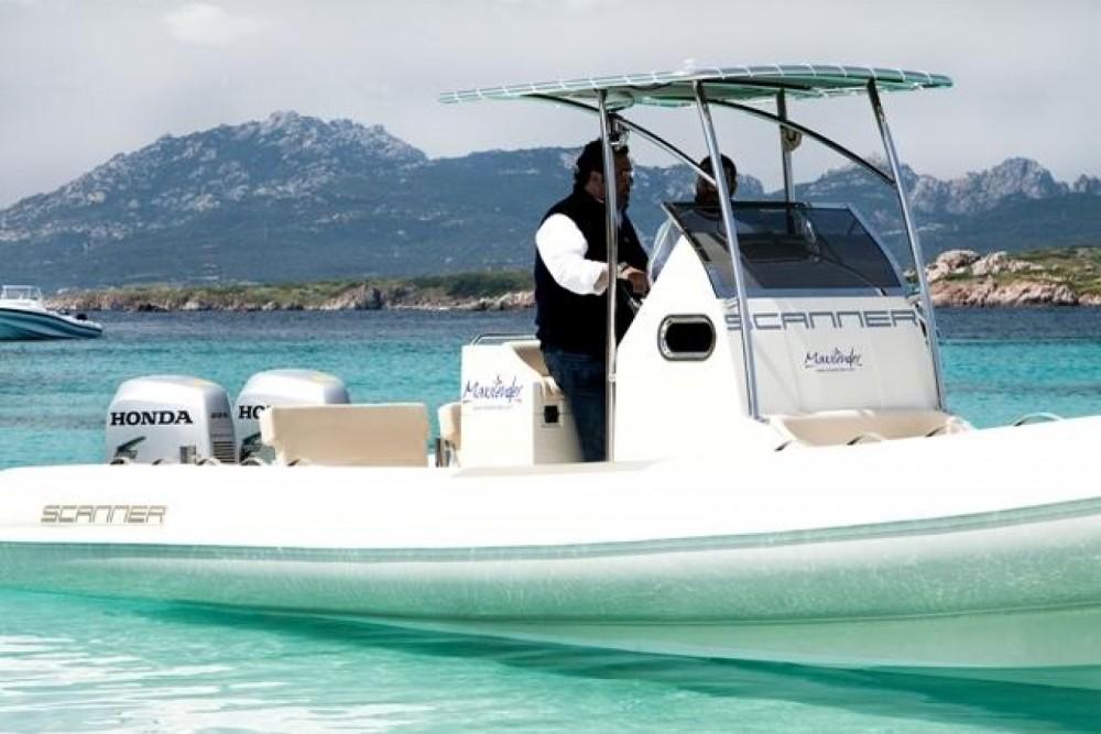 Louer Semi-rigide avec ou sans skipper Scanner à Salerne
