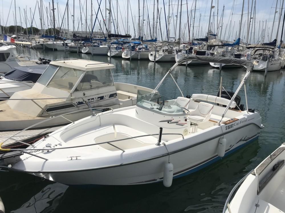 Location bateau Le Grau-du-Roi pas cher Cap Ferret 650 Open Sun Deck