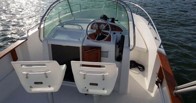 Louer Bateau à moteur avec ou sans skipper Jeanneau à Lège-Cap-Ferret