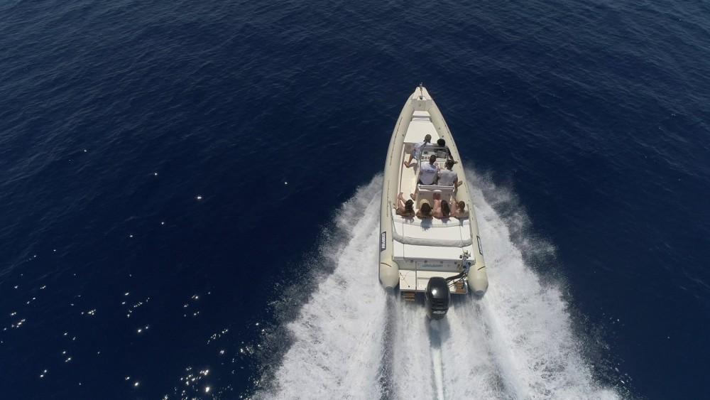 Rubberboot te huur in Αιγαίο voor de beste prijs