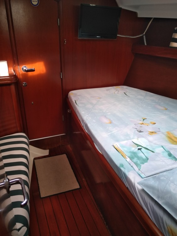 Rent a Bénéteau Oceanis 411 Clipper Grand-Bourg