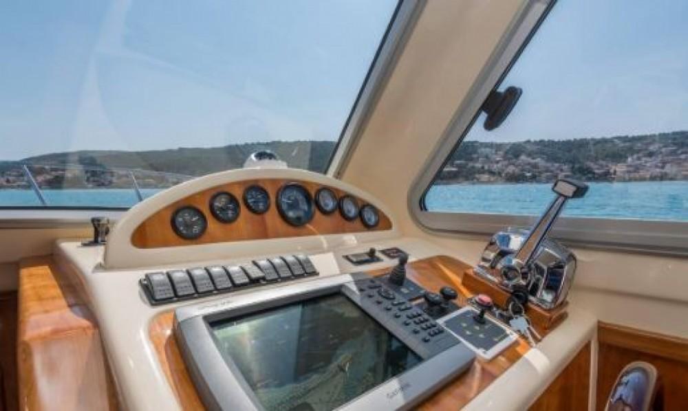 Huur een Damor Fjera 980 in Trogir