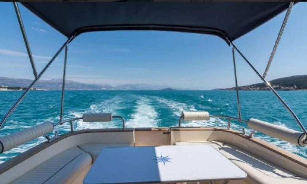 Verhuur Motorboot Damor Fjera met vaarbewijs