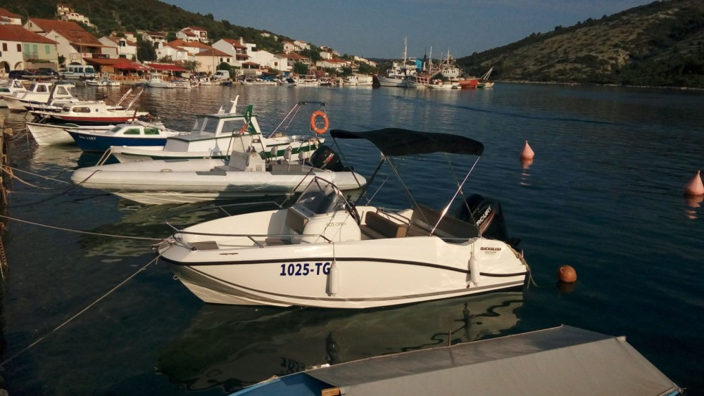 Bootverhuur Quicksilver Activ 505 Open in Vinišće via SamBoat
