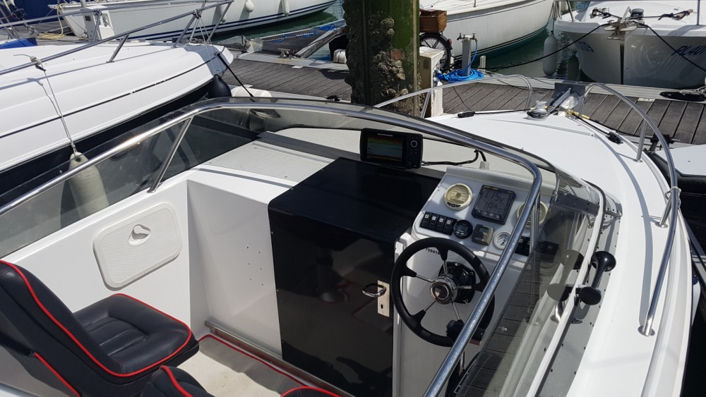 Louer Bateau à moteur avec ou sans skipper Jeanneau à La Rochelle