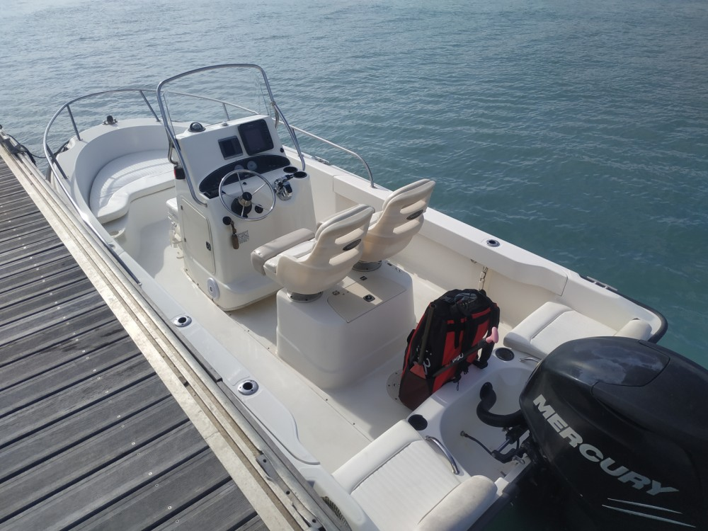 Huur Motorboot met of zonder schipper Boston Whaler in Saint-Laurent-du-Var