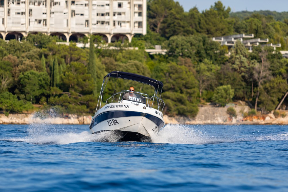 Boat rental Blumax 550 Open in Malinska on Samboat