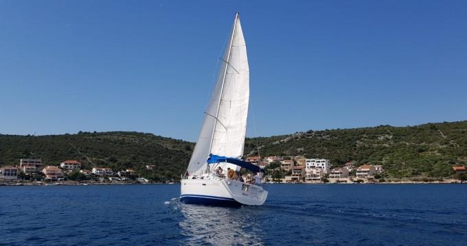 Location bateau Bénéteau Oceanis 393 à Vinišće sur Samboat