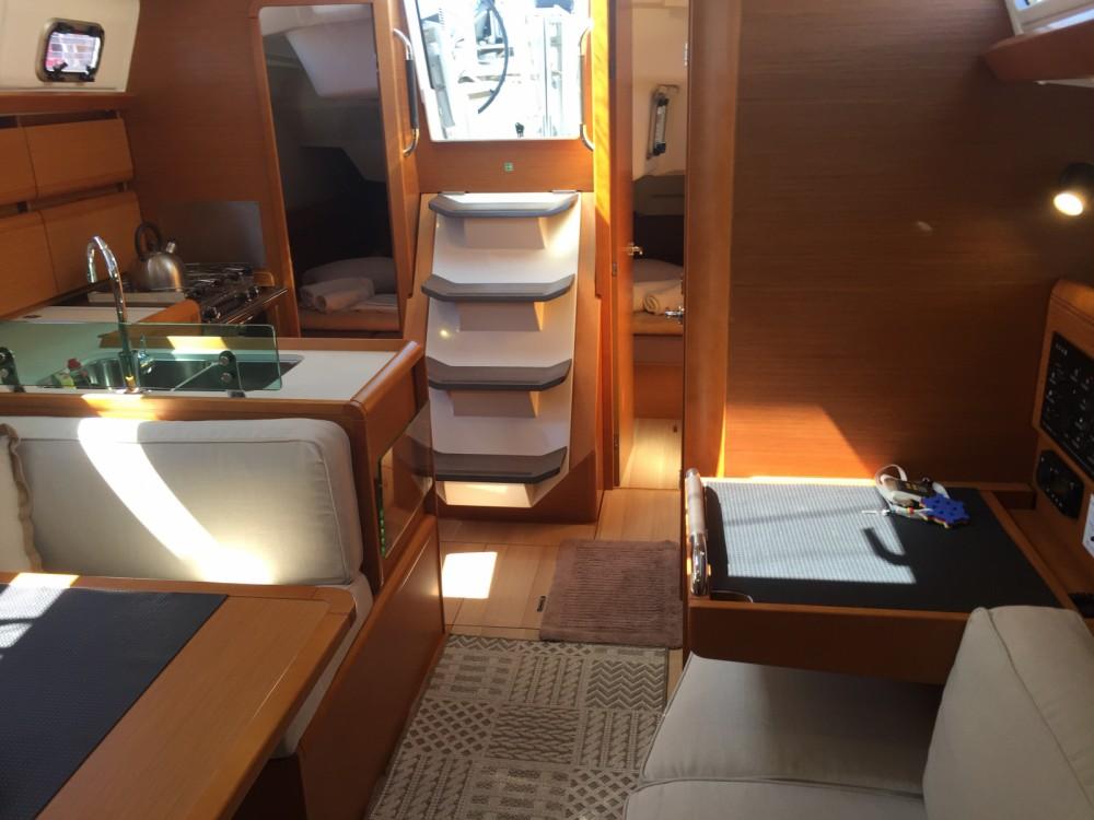 Location bateau Jeanneau Sun Odyssey 389 à Kalafationes sur Samboat