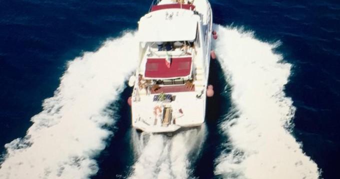 Louez un Cruisers-Yachts Cruisers Yachts 42.80 flybridge à Palerme