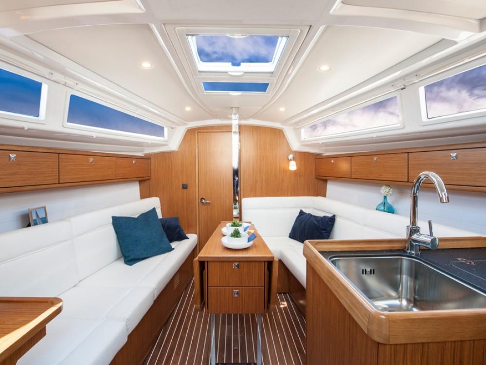 Bootverhuur Morningside marina goedkoop Bavaria Cruiser 34 / 3