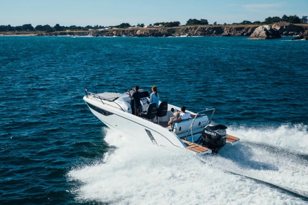 Huur Motorboot met of zonder schipper Bénéteau in La Trinité-sur-Mer