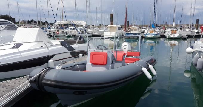 Louer Semi-rigide avec ou sans skipper Highfield à Quiberon