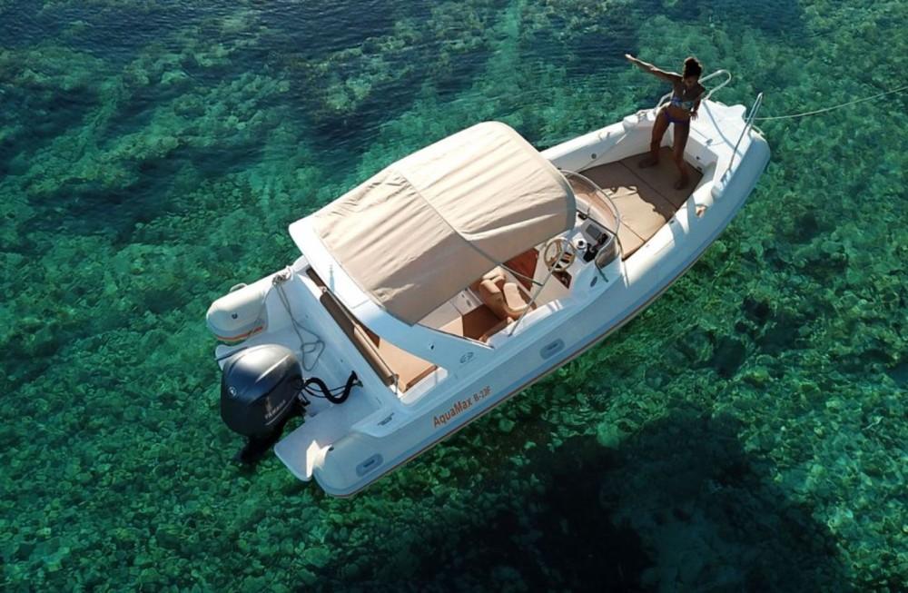 Louer Semi-rigide avec ou sans skipper Aquamax à Hvar