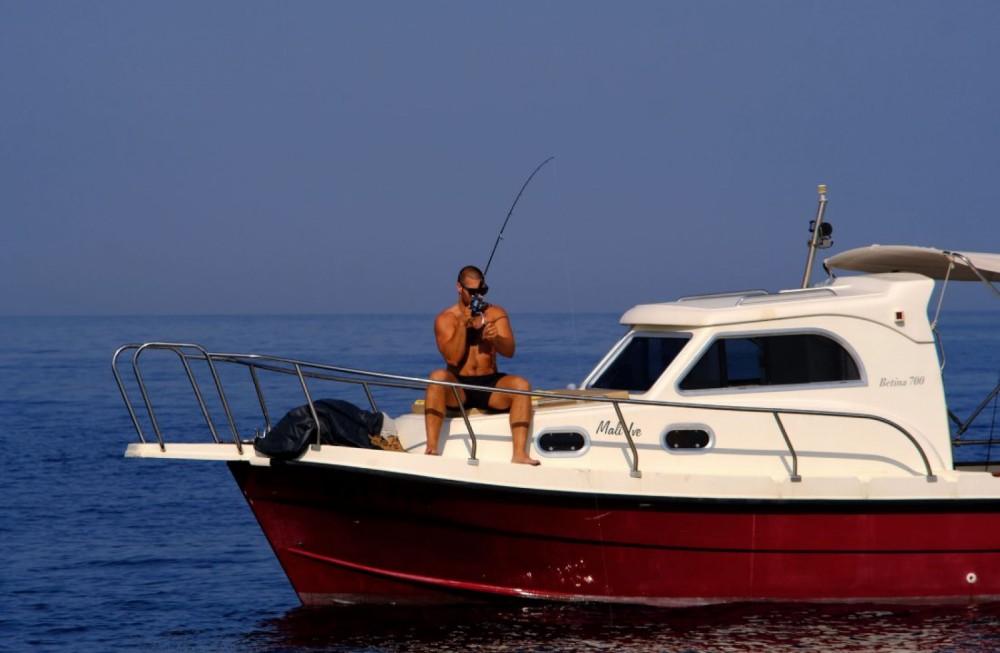 Verhuur Motorboot Betina 700 met vaarbewijs