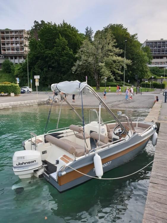 Bateau à moteur à louer à Annecy au meilleur prix