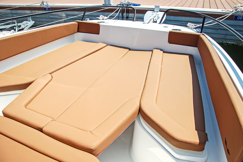 Yacht for rent Cambrils at the best price