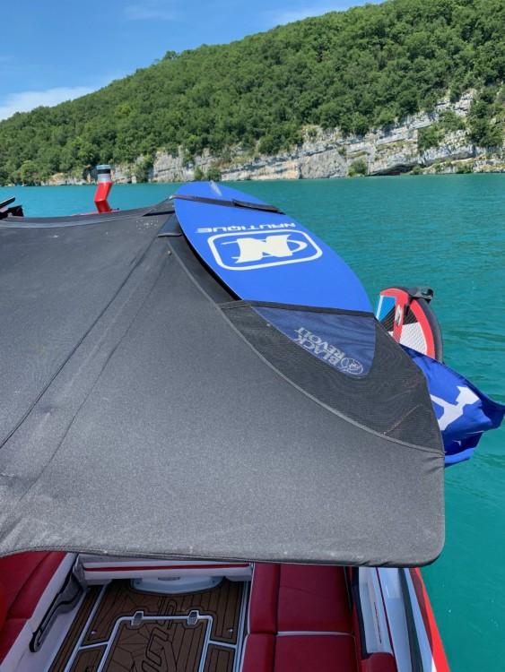 Location bateau Nautique Correct Craft super air nautique G21 à Annecy sur Samboat