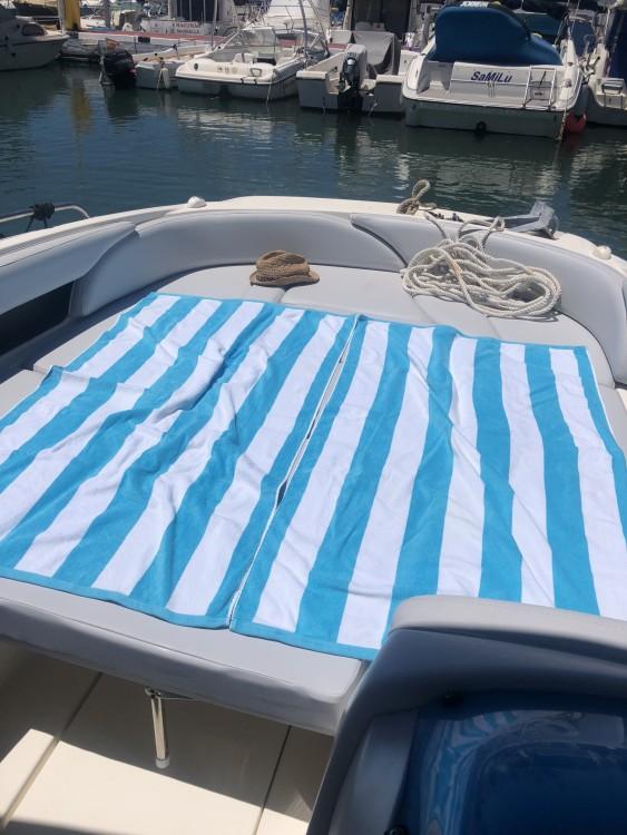 Huur Motorboot met of zonder schipper Bayliner in Puerto Deportivo de Marbella