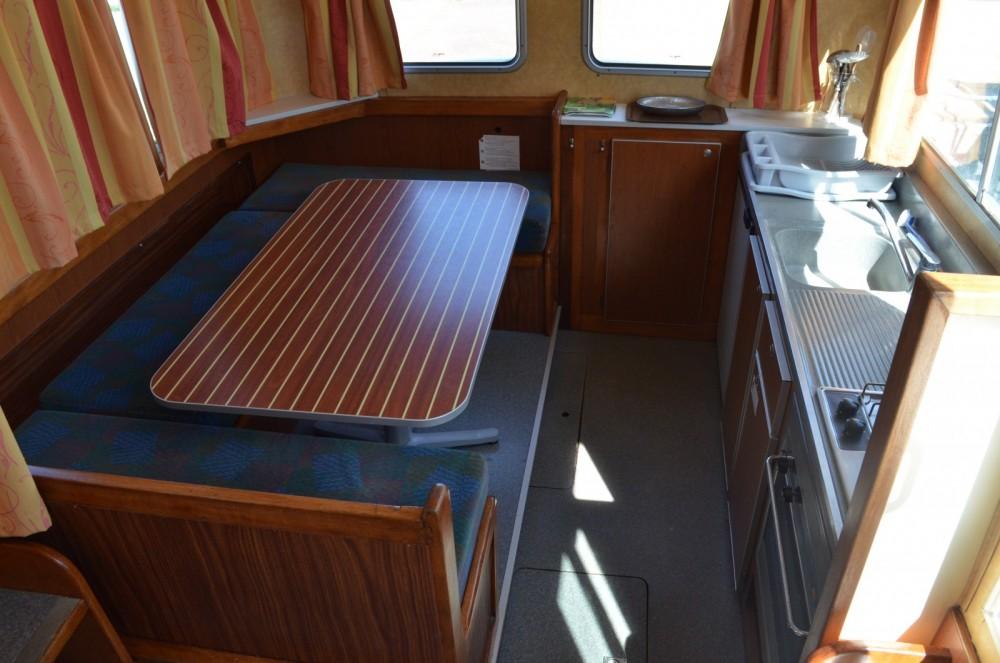 Location bateau Chenillé-Champteussé pas cher Pénichette 1107W