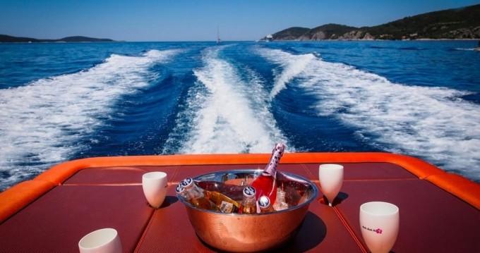 Location bateau Axiom Colnago Open à Hvar sur Samboat