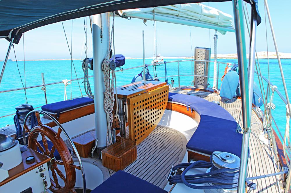 Louer Voilier avec ou sans skipper modern à Santa Eulària des Riu
