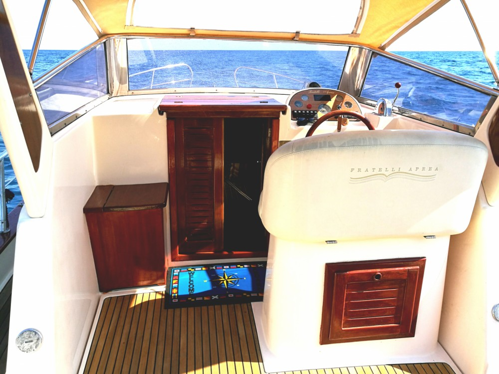 Location bateau Fratelli Aprea Sorrento 7,50 Semi Cabinato à Salerne sur Samboat