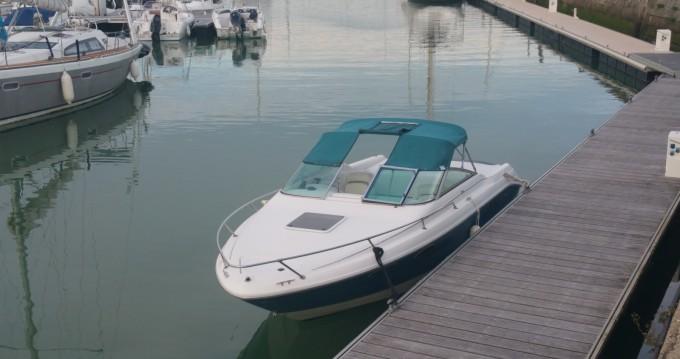 Location bateau Sea Ray Sea Ray 230 Overnighter à Meschers-sur-Gironde sur Samboat