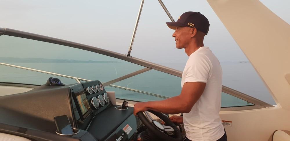 Louer Bateau à moteur avec ou sans skipper Bayliner à Hyères