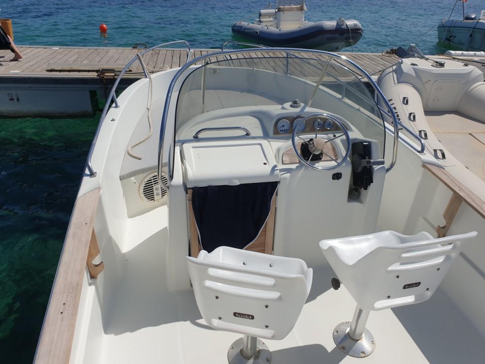 Boat rental Jeanneau Cap Camarat 625 in Porto-Vecchio on Samboat