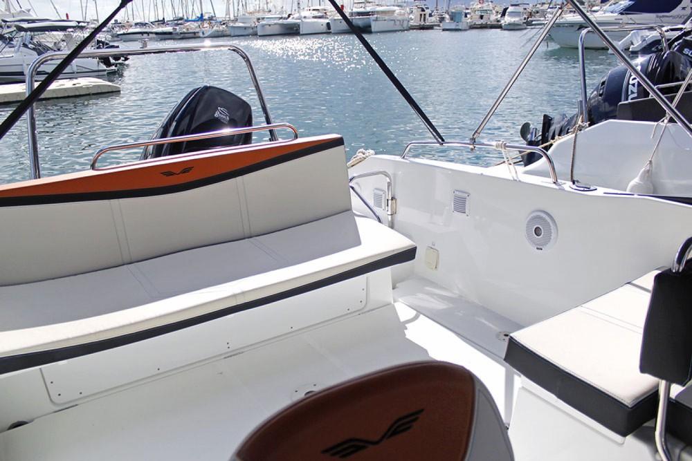 Huur Motorboot met of zonder schipper Bénéteau in Barcelona