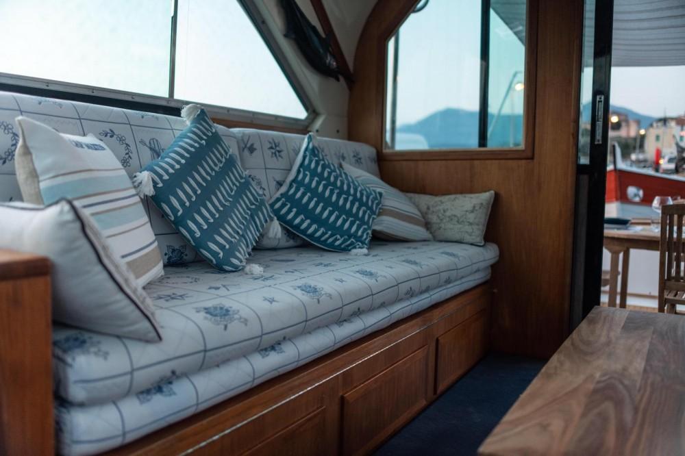 Rental Yacht in Saint-Florent - Bertram 38
