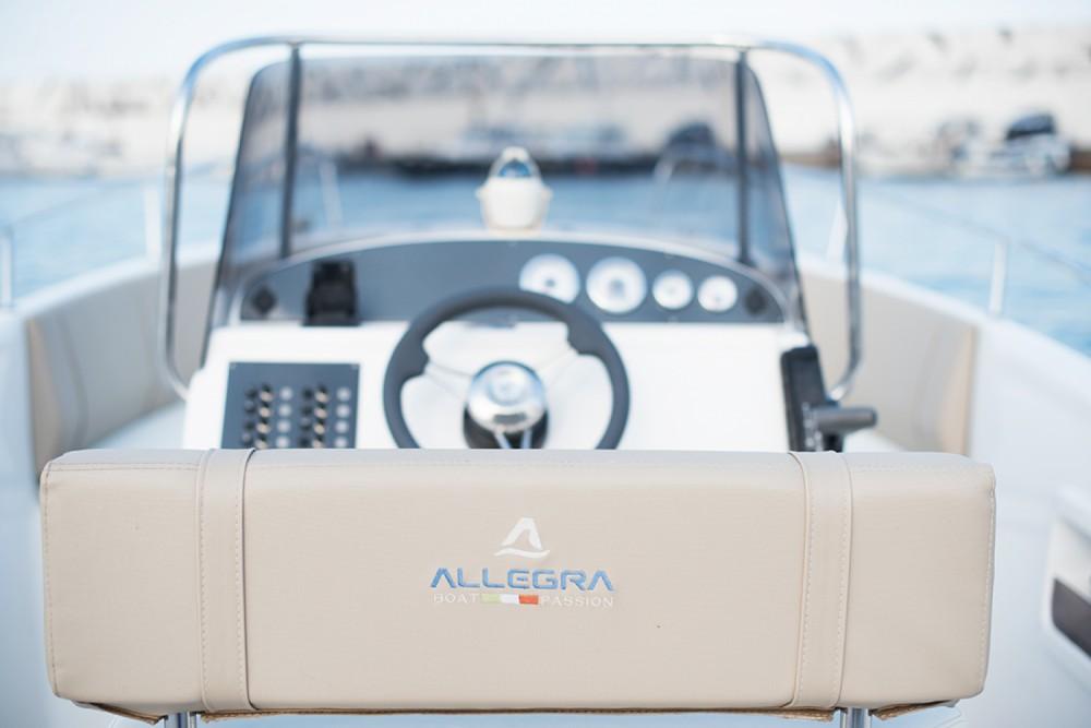 Louer Bateau à moteur avec ou sans skipper Allegra Boats à Fréjus