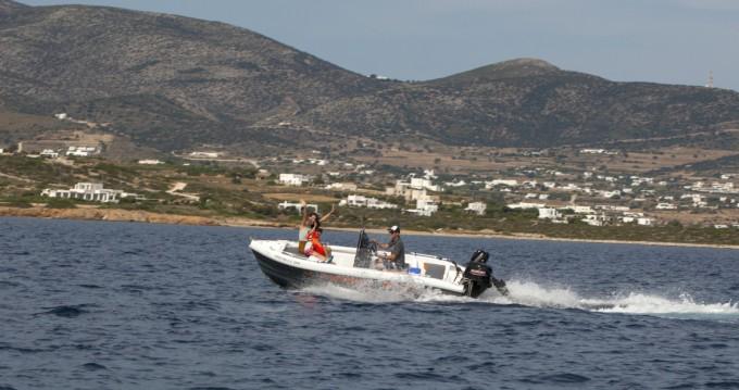 Bateau à moteur à louer à Paros au meilleur prix