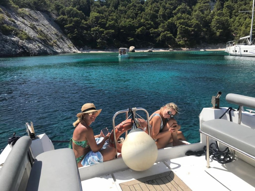 Rental yacht Hvar - Phoenix 31 on SamBoat