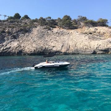 Louer Bateau à moteur avec ou sans skipper Bayliner à Badia de Santa Ponça