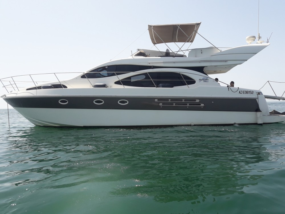 Hire Motor boat with or without skipper Azimut Le Grau-du-Roi