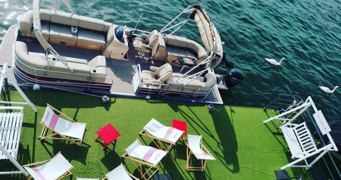 Location bateau Suntracker Party Barge 24 à Paris sur Samboat