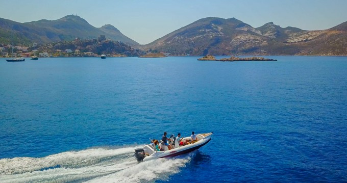 Louer Semi-rigide avec ou sans skipper INDIGO à Kastelorizo