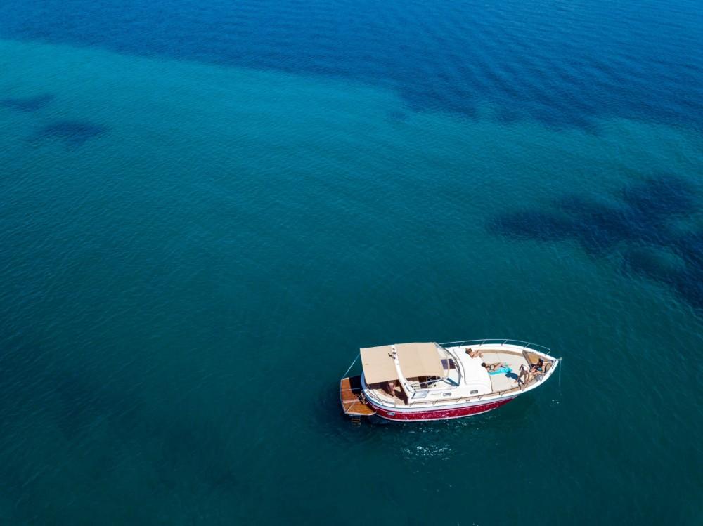 Apreamare 11 semi cabinato entre particuliers et professionnel à Sari-Solenzara
