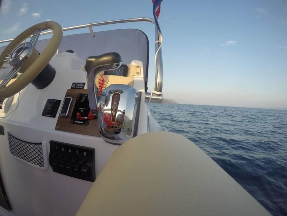 Verhuur Rubberboot Aquamax met vaarbewijs