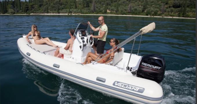 Louer Semi-rigide avec ou sans skipper Valiant à Six-Fours-les-Plages