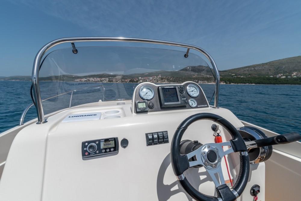 Louer Bateau à moteur avec ou sans skipper Quicksilver à Split