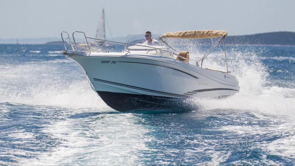 Noleggio barche Jeanneau Cap Camarat 7.5 CC Traù su Samboat