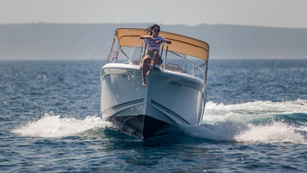 Yacht-Charter in Trau - Jeanneau Cap Camarat 7.5 CC auf SamBoat